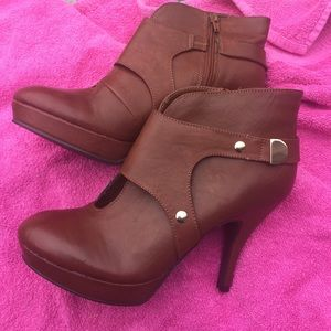 Size 9 Luggage Tan shoes/boots