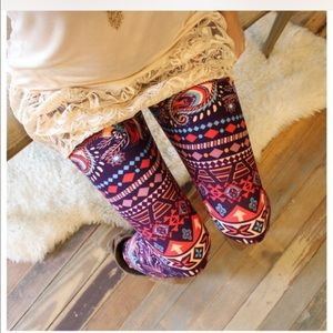 Size 14-18 Paisley Feather Print Leggings