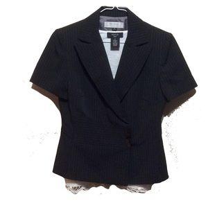 Tahari Jackets & Blazers - New Markdown 🔥 Gorgeous pin stripe Tahari jacket