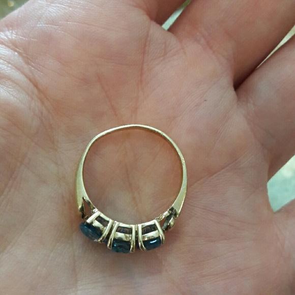 Vintage 10KT Yellow Gold London Blue Topaz Ring