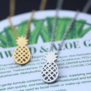 Jewelry - 🔥1 HR SALE🔥Silver Pineapple Necklace 🍍