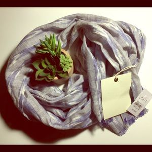 ☄️NWT ANN TAYLOR LOFT BLUE AND WHITE SCARF☄️