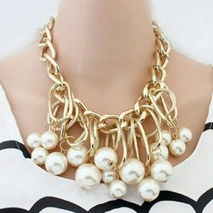 Jewelry - LAST ONE💋Fabulous Pearls n' Chains necklace.