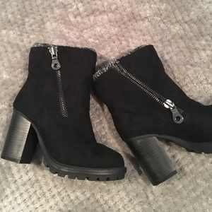 Shoes - NEW Suede heel boots