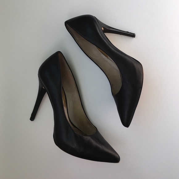 0aaa63e485fd MICHAEL KORS black leather pointy toe pumps 7.5. M 583734466a5830ae750000ea