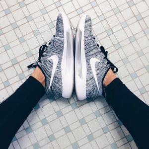 Nike Oreo Flyknit Lunarepic Low Sneakers