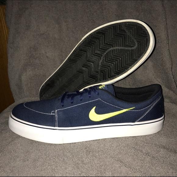 Men s Nike SB Satire Canvas Shoes Sz 13. M 5837aebf3c6f9f43b201687d a02d99e429f0