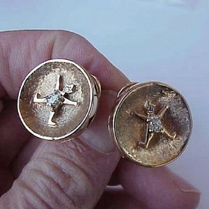 Other - Vintage 14k gold .60ct diamond clip on earrings