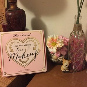 Too Faced Other - Too faced All You Need is Love & Makeup Set