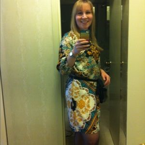 Andree Dresses & Skirts - Gorgeous floral scroll print dress