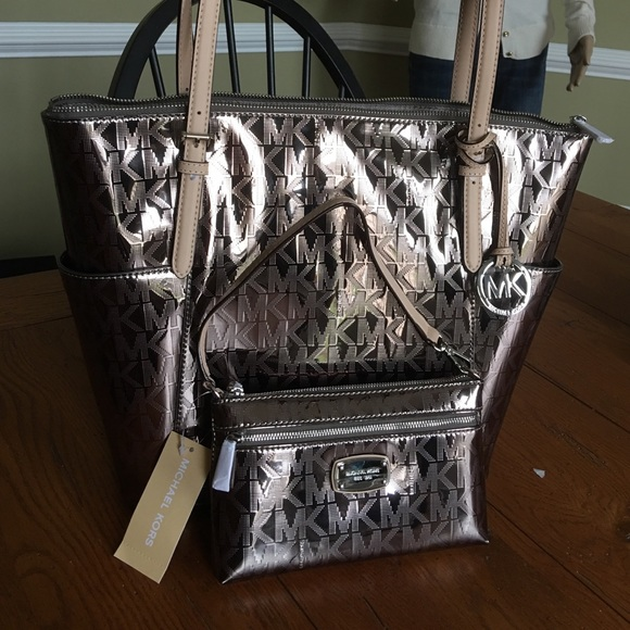 daac21479 ... Authentic MK Nickel jet set Tote and wristlet 😀🌸 Michael Kors jet set  nickel grab bag purse ...