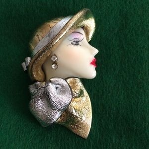 Jewelry - Sophisticated lady brooch