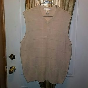 Geoffrey Beene Other - V neck sweater