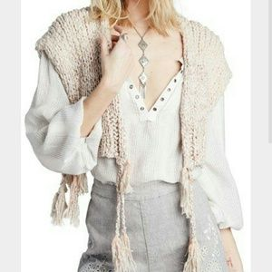 Free People Sweaters - 🎉 FREE PEOPLE New M Boho Beige Shrug Sweater
