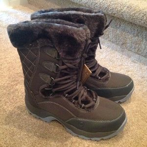 Hi-Tec Shoes - NEW Women's HI-TEC Snow Boots