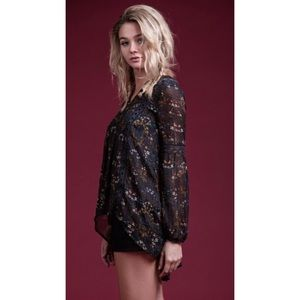 ✨WINTER BLOWOUT SALEBoho Embroidered Floral Top