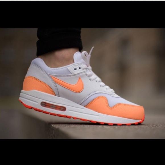 super popular 9ae31 c94e4 NEW Nike Womens Air Max Sneaker. M 584c2d486a5830bf5e0397b2