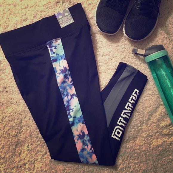 b0b16689d0879 🆕 VS Pink Ultimate ankle leggings NWT