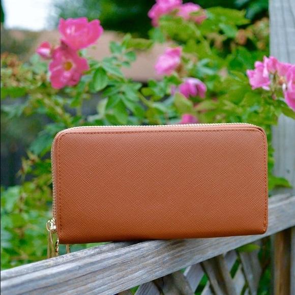Handbags - Wristlet/Wallet