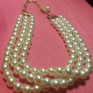 Three strand pearl choker