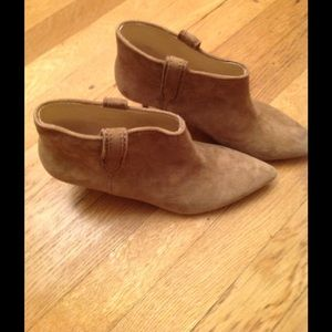 Authentic leather ankle bootie