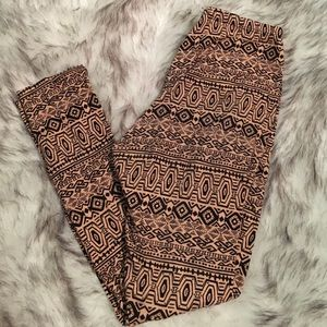 Peach/Tan and Black Geo Print Leggings