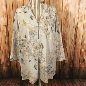 Jaclyn Smith Tops - Jaclyn Smith Gray Floral Print Flowy Blouse