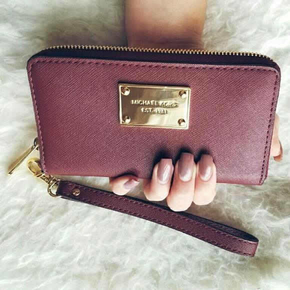 c93d5eaaca Michael Kors Burgundy wallet. M 5839bc1fa88e7d1cf2080579