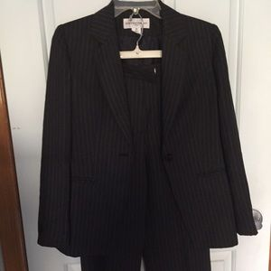 Jones New York Other - Jones two piece suit - Sz 2 P - Like new; worn 1x