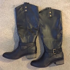 "Chinese laundry black boots 1.5"" heel, size 8"