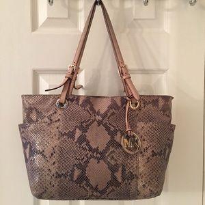 Michael Kors Handbags - 🛍 Michael Kors Gray Cream Snake Skin Leather Tote