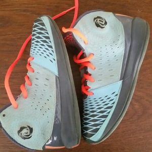 98ee2d8982f Adidas Shoes - Adidas D Rose Chi Town boys sneaker