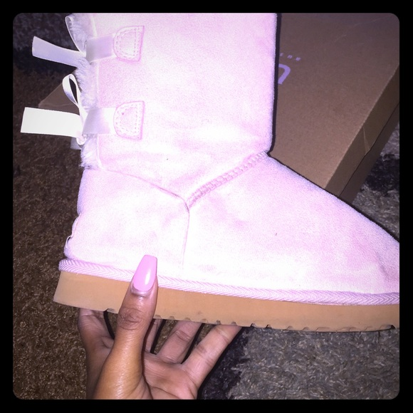 light pink ugg girls bailey bow nwt ugg girls bailey bow category. Black Bedroom Furniture Sets. Home Design Ideas