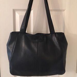 Tignanello Handbags - 🛍 Tignanello Vintage Black Leather Shoulder Bag