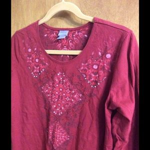 Laura Scott Tops - ❗️SALE❗️🎀Pretty burgundy top ;bling details