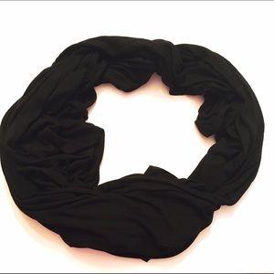 Isabella Rodriguez Accessories - Black lightweight scarf
