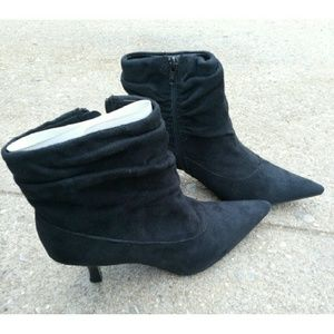 White Mountain Shoes - White Mountain black ankle booties