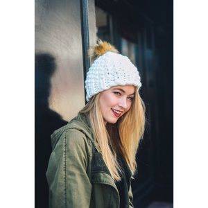 Hannah Beury Accessories - Ivory Chunky Knit Pom Beanie