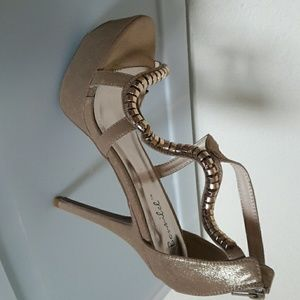 Shoes - New Gold Sandal