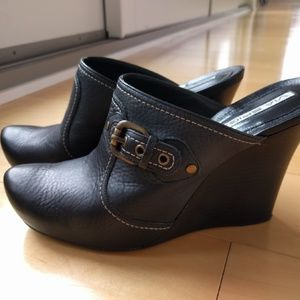 Via Spiga Unique Modern Leather Clogs