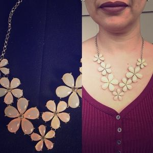 Jewelry - Beautiful flower statement necklace
