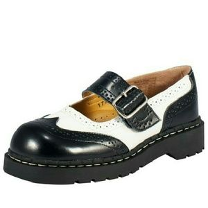 Wingtip Mary Janes