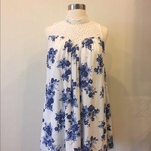 Blu Pepper Dresses & Skirts - Floral sleeveless lace dress