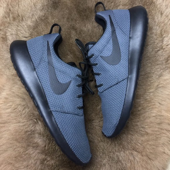 NWT custom Nike roshe grey on black