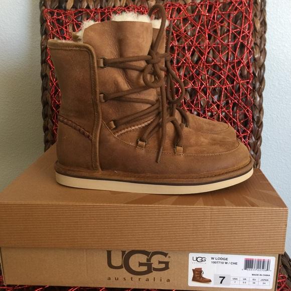 3aa8820eb66 UGG Women's Lodge Short Chestnut Boot