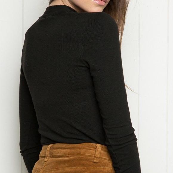 Brandy Melville Tops - RARE BRANDY MELVILLE TIE-NECK CAMMY TOP