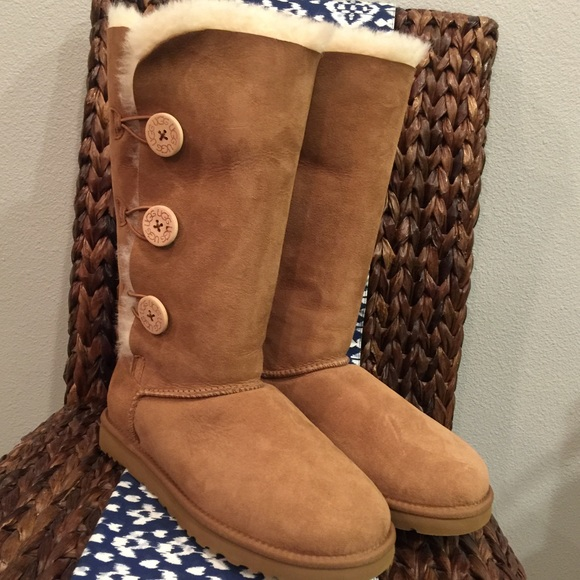 e47f76262a UGG Classic Bailey Button Triplet ~ Chestnut