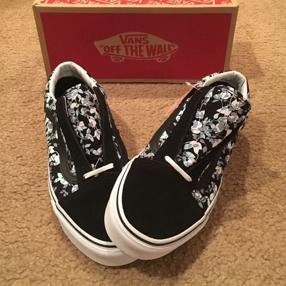 a99b08bc9e Old Skool reverse floral Vans
