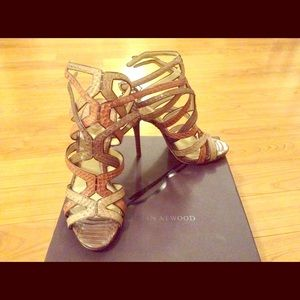 B Brian Atwood carbinia triple-buckle snake cage!