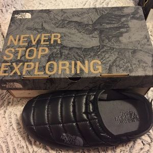 Shoes - Brand-new Northface slippers size 8